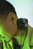 Maschio DJ con le cuffie. Fotografia Stock