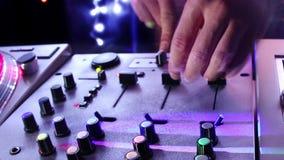 Maschio fresco DJ video d archivio
