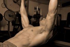 Maschio in ginnastica Fotografie Stock Libere da Diritti