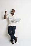 Maschio indiano casuale felice con un computer portatile Immagine Stock Libera da Diritti