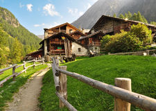 Mascognaz, κοιλάδα Aosta. Χαρακτηριστική αρχιτεκτονική Στοκ εικόνα με δικαίωμα ελεύθερης χρήσης