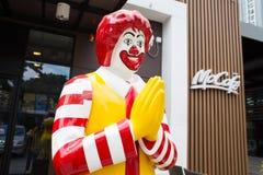 Mascota de un restaurante de McDonald's Foto de archivo