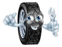 Mascota del neumático de la historieta con la llave Fotos de archivo