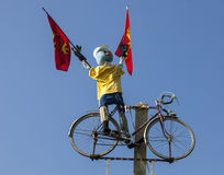 Mascote engraçada do ciclista fotos de stock royalty free