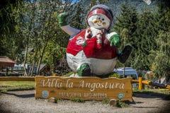 A mascote fora de temporada na angustura do la da casa de campo da estância de esqui foto de stock royalty free