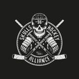 Mascotte de logo d'hockey avec le crâne dans un casque Photo stock