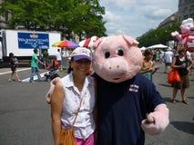 Mascotte de porc au festival de barbecue Image libre de droits
