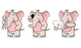 Mascotte dell'elefante di Brown con il computer portatile Immagini Stock