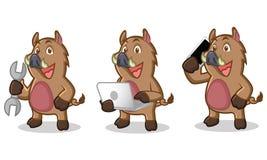 Mascotte selvaggia del maiale di Brown con il telefono Fotografia Stock Libera da Diritti