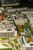 Masdar City/UAE- 13 de noviembre de 2017: Parque de la versión parcial de programa para el plan de la ciudad de Masdar en Abu Dha fotografía de archivo libre de regalías