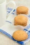 Maseł ciastka i kawowy kubek Fotografia Stock