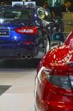 maserati 红色和深蓝汽车莫斯科国际汽车沙龙 免版税库存图片