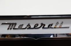 Maserati metallisk logocloseup på den Maserati bilen som visas på den 3rd upplagan av MOTO-SHOWEN i Cracow Polen Arkivfoto