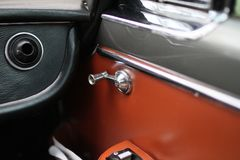 Maserati Quattroporte 1965 - рукоятка окна стоковое фото rf