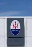 Maserati-Verkaufsstelle-Zeichen und Logo Stockfoto