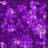 Masern Marmorsteinige Mosaikplastikfliesen der Natur Hintergrund mit schwarzem Bewurf - vibrierende purpurrote violette malvenfar stockfoto