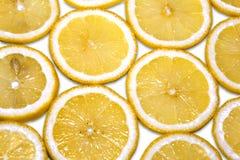 Masern Scheiben der frischen gelben Zitrone Hintergrundmuster Stockbilder