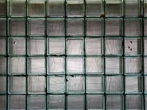 Masern Sie die Hintergrundwand, die von vielen Glaswürfeln hergestellt wird stockbild