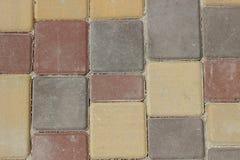 Masern Sie Wand des quadratischen farbigen Ziegelsteinsteinhintergrundes stockfotos