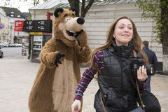 Masha和熊 免版税库存图片