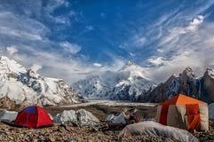 Masherbrum comme vu du terrain de camping de GORO Photographie stock libre de droits
