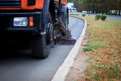 Mashine de nettoyage municipal sur la rue photos libres de droits