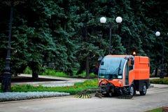 Mashine de nettoyage municipal sur la rue image libre de droits
