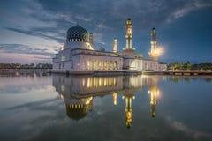 Masjid亚庇, Bandaraya, Likas清真寺,婆罗洲,沙巴,马来西亚 免版税库存图片