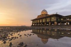 Masjid Al Hussain i den Kuala Perlis staden, Malaysia Royaltyfria Foton