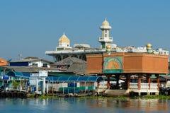 Masjid muçulmano no banco de rio de Chao Phraya Fotos de Stock