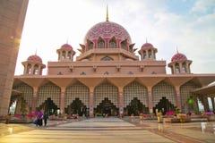  Masjid Putra Religion〠Kirche Lizenzfreies Stockfoto
