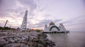 Masjid Selat Melaka或马六甲在美好的日出期间的海峡清真寺 库存图片