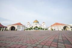Masjid Selat Melaka eller Malacca svårighetermoské under en härlig soluppgång Fotografering för Bildbyråer