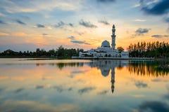 Masjid Tengku Tengah Zaharah или также как плавая мечеть в Kuala Terengganu, Малайзии Стоковые Фото