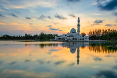 Masjid Tengku Tengah Zaharah lub także znać jako Spławowy meczet w Kuala Terengganu, Malezja Zdjęcia Stock