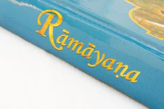 Maska, Karnataka India, Marzec, - 07,2019: Epicka Hinduska mitologii Ramayana książka na odosobnionym tle obrazy stock
