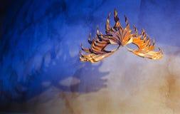 Maska w cieniach i świetle Zdjęcia Royalty Free
