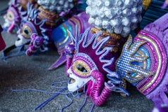 Maska wystawiająca przygotowywającą dla kostiumowej parady Zdjęcia Royalty Free