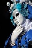 Maske auf schwarzem Hintergrund am Karneval von Venedig Lizenzfreies Stockfoto