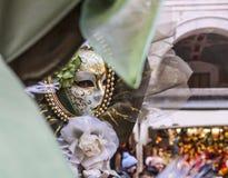 Maske in einem Spiegel Stockfoto