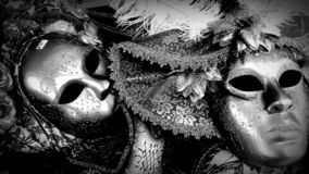 Masken im Monochrom stockbilder