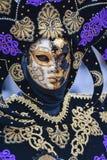 Maskenmodell Venedig-Karnevals 2016 von der venetianischen Burano-Insel Lizenzfreie Stockfotos