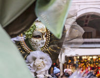 Masker in een Spiegel Stock Foto
