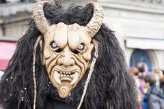 Masker met hoornen en hoektand in Carnaval stock afbeelding