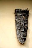 Masker op de muur met hoog contrast Royalty-vrije Stock Afbeeldingen
