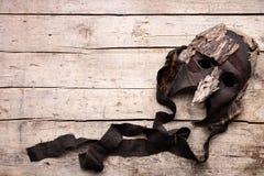 Masker op houten achtergrond, kostuum en maskerade voor theater royalty-vrije stock afbeeldingen
