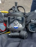 Masker voor vrij duiken op de donkere basis stock foto