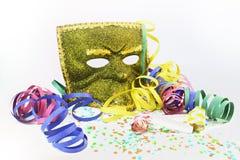 Maskera, konfettiar och noisemakers Arkivbild