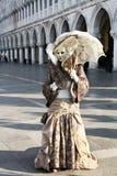 Maskerad person i dräkten, Venedig karneval 库存照片