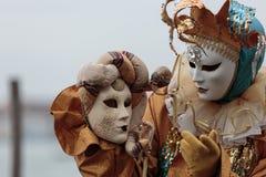 Maskerad person på den Venedig karnevalet Arkivbild